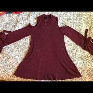 A Byer cold shoulder maroon sweater medium